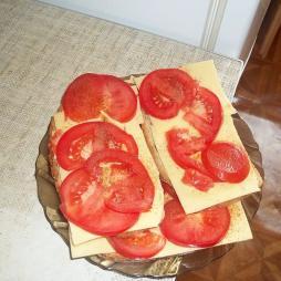 Kanapka z serem i pomidorem